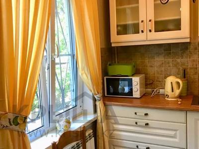 3-комнатная квартира, 75 м², 1/5 этаж посуточно, Валиханова — Жибек Жолы за 13 000 〒 в Алматы — фото 5
