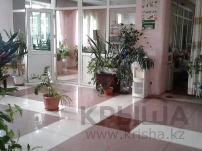 Здание, площадью 2200 м², Муканова — Толе би за 9.5 млрд 〒 в Алматы, Алмалинский р-н