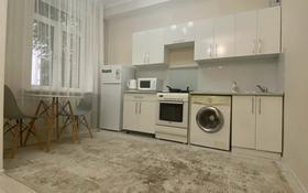 1-комнатная квартира, 40 м², 2/5 этаж посуточно, Сейфуллина 500 за 10 000 〒 в Алматы