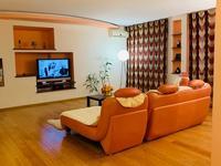 3-комнатная квартира, 120 м², 2/3 этаж помесячно