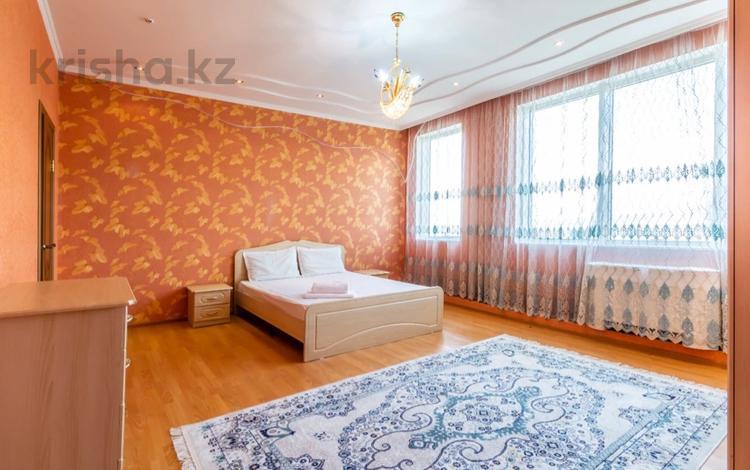 2-комнатная квартира, 80 м², 19/32 этаж посуточно, Аль-Фараби 7 к 5 а блок — Козыбаева за 13 000 〒 в Алматы