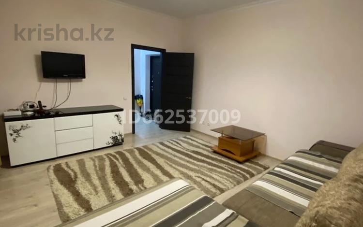 2-комнатная квартира, 70 м² посуточно, Кабанбай батыра 29/2 за 12 000 〒 в Нур-Султане (Астана), Есиль р-н