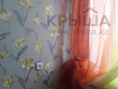 1-комнатная квартира, 33 м² посуточно, мкр Женис, 4 мкр за 5 000 〒 в Уральске, мкр Женис