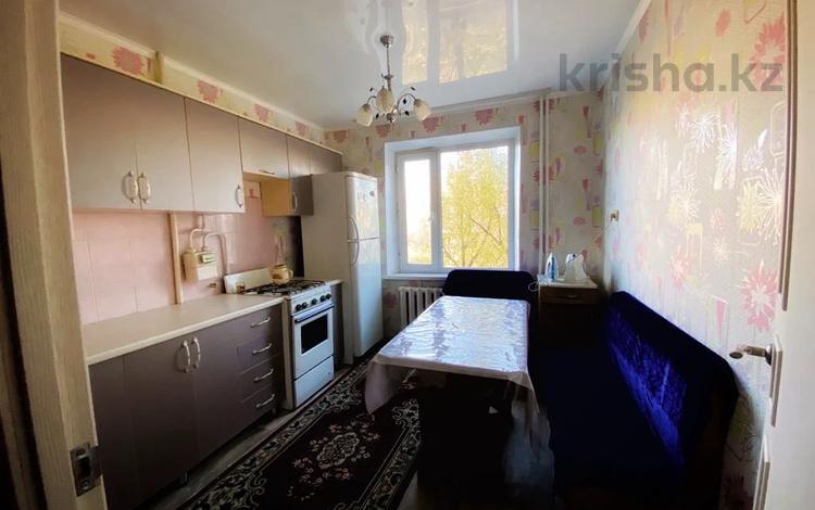 1-комнатная квартира, 40 м², 4/5 этаж посуточно, Байтурсынова 127 за 6 500 〒 в Семее