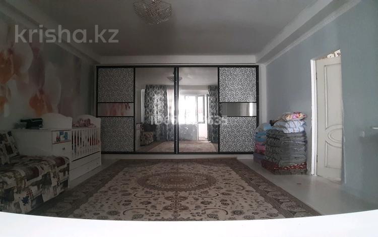 2-комнатная квартира, 76.2 м², 6/7 этаж, мкр Нурсат, Мкр Нурсат — Байдибек би за 20 млн 〒 в Шымкенте, Каратауский р-н