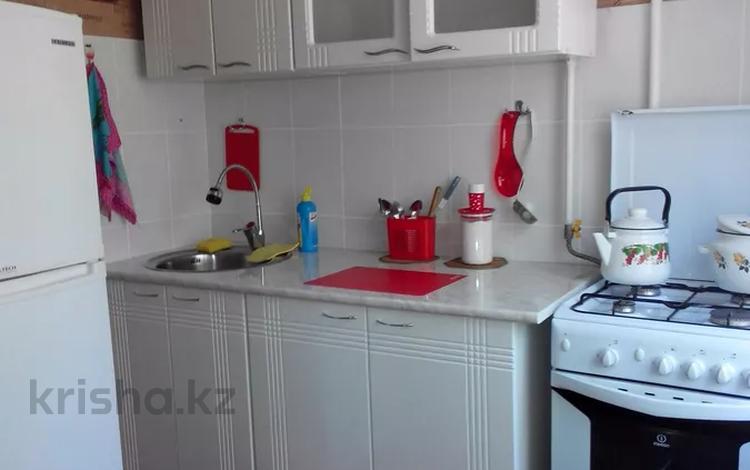 1-комнатная квартира, 35 м², 2/5 этаж посуточно, Мухита 134 за 6 500 〒 в Уральске