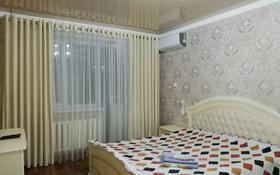 1-комнатная квартира, 60 м², 3/5 этаж посуточно, 12 микрорайон 7 — Төле би /Аппасова за 8 000 〒 в Таразе