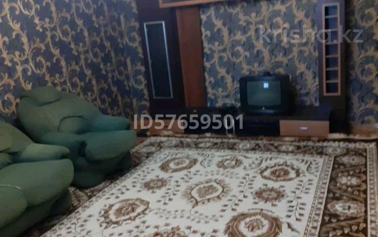 4-комнатный дом помесячно, 80 м², 7 сот., улица Турсынбека Сарбасова за 100 000 〒 в Жалпаксае