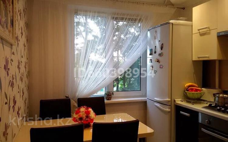 1-комнатная квартира, 50 м², 3/9 этаж посуточно, Авангард 11б за 10 000 〒 в Атырау