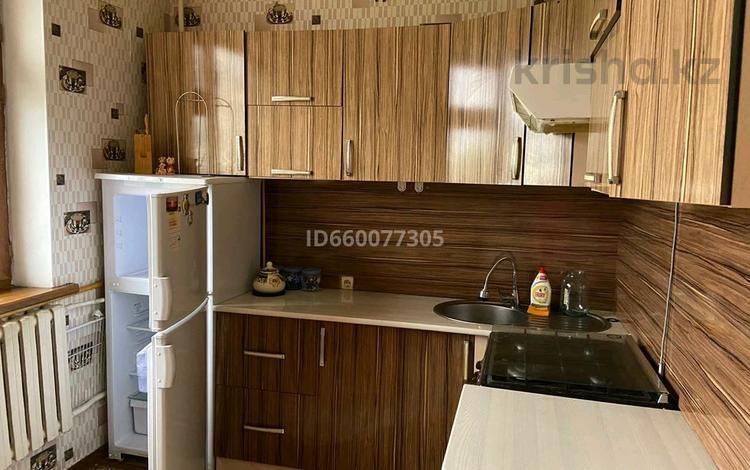 2-комнатная квартира, 80 м², 4/5 этаж, 12 мкр 8 за 16.5 млн 〒 в Таразе