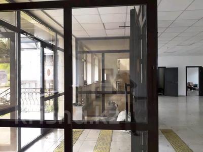 Здание, проспект Сакена Сейфуллина — Акан Серы площадью 700 м² за 1.7 млн 〒 в Алматы, Турксибский р-н