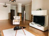3-комнатная квартира, 130 м², 8/28 этаж на длительный срок, Желтоксан 2 за 280 000 〒 в Нур-Султане (Астане)