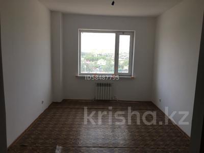 3-комнатная квартира, 90 м², 5/10 этаж, проспект Республики 1/2 за 17 млн 〒 в Караганде, Казыбек би р-н — фото 9