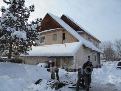 4-комнатный дом, 194 м², Пролетарская 12/1 за ~ 2.3 млн 〒 в Алтае