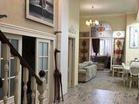 5-комнатная квартира, 130 м², 2/4 этаж помесячно