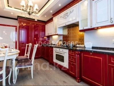 3-комнатная квартира, 90 м² посуточно, Сарайшык 5 — Акмешит за 15 000 〒 в Нур-Султане (Астана)