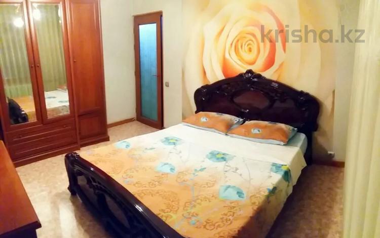 2-комнатная квартира, 75 м², 3/5 этаж посуточно, Г. Иляева 66 — Казыбек би за 9 000 〒 в Шымкенте