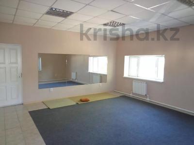 Здание, площадью 1030.2 м², Оракбаева 1/1 за ~ 57.1 млн 〒 в Уральске