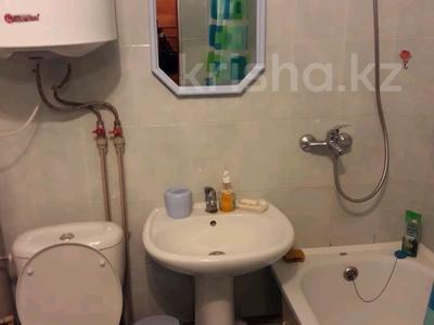 1-комнатная квартира, 38 м² посуточно, Иртышская 11 — проспект Ауэзова за 6 000 〒 в Семее