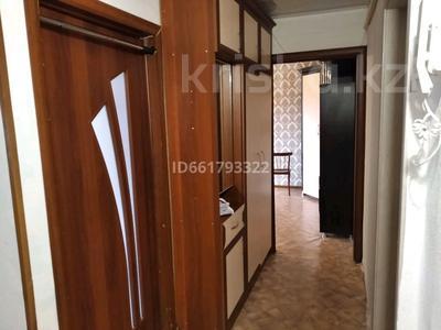 2-комнатная квартира, 50 м², 2/5 этаж помесячно, 15-й микрорайон за 65 000 〒 в Караганде — фото 3