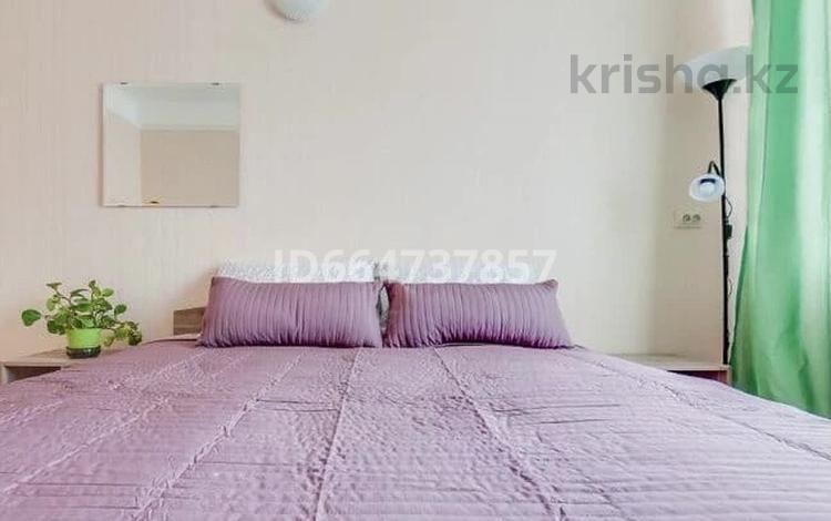 2-комнатная квартира, 58 м², 3/5 этаж посуточно, А.Хусаинова 55 — Н.Назарбаева за 12 000 〒 в Уральске