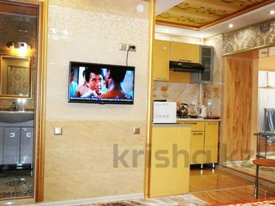 1-комнатная квартира, 40 м², 1/5 этаж посуточно, проспект Бауыржан Момышулы 7 — Аль Фараби за 9 000 〒 в Шымкенте, Аль-Фарабийский р-н — фото 3