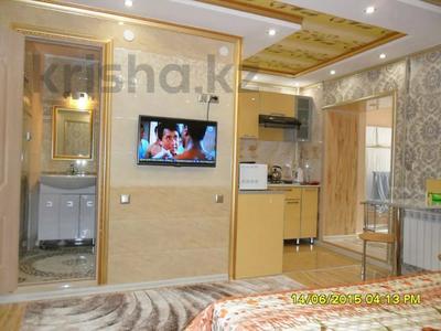 1-комнатная квартира, 40 м², 1/5 этаж посуточно, проспект Бауыржан Момышулы 7 — Аль Фараби за 9 000 〒 в Шымкенте, Аль-Фарабийский р-н