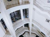 Здание, площадью 2802.6 м²