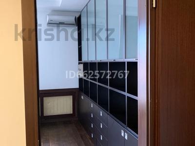 5-комнатная квартира, 155 м², 10/12 этаж помесячно, Аль-Фараби 95 — Ходжанова за 600 000 〒 в Алматы, Бостандыкский р-н — фото 10