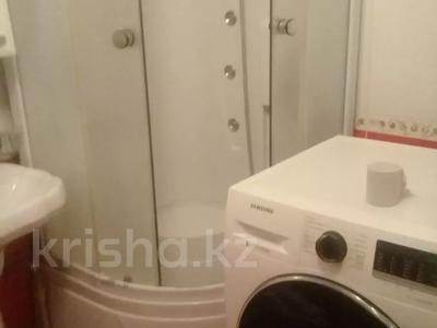1-комнатная квартира, 31 м² по часам, проспект Азаттык 64 — Атамбаева за 1 500 〒 в Атырау — фото 2
