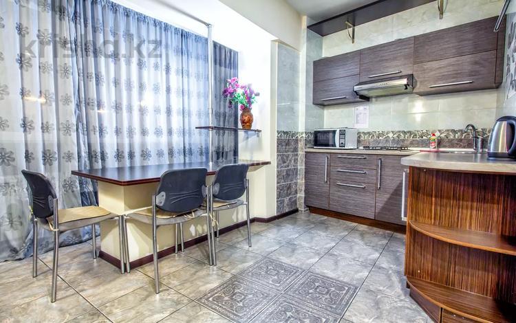 1-комнатная квартира, 40 м², 2/5 этаж посуточно, Желтоксан 137 за 10 000 〒 в Алматы, Алмалинский р-н