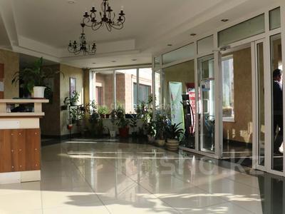 5-комнатная квартира, 220 м², 15/15 этаж, Ходжанова 76 — Аль-Фараби за 78 млн 〒 в Алматы, Бостандыкский р-н — фото 2