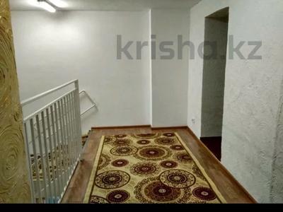 5-комнатная квартира, 135 м², 1/5 этаж помесячно, Мамраева 20 — Восток 5 за 100 000 〒 в Караганде, Октябрьский р-н — фото 2