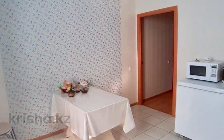 1-комнатная квартира, 38 м², 10/12 этаж, Кобыланды Батыр за 11.8 млн 〒 в Нур-Султане (Астана), Алматы р-н