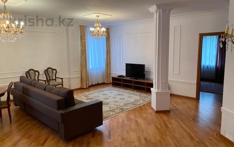2-комнатная квартира, 100 м² на длительный срок, Кажымукана 37 за 350 000 〒 в Алматы