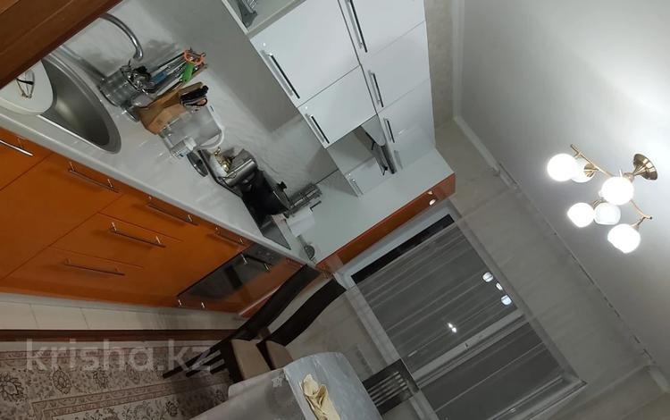 2-комнатная квартира, 72 м², 5/16 этаж, мкр Мамыр-1 за 32 млн 〒 в Алматы, Ауэзовский р-н