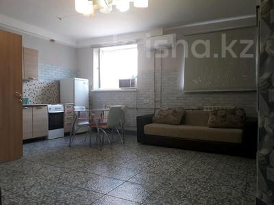 2-комнатная квартира, 40 м², 1 этаж посуточно, 3-й мкр, 3 мкр 22 за 6 000 〒 в Актау, 3-й мкр — фото 3