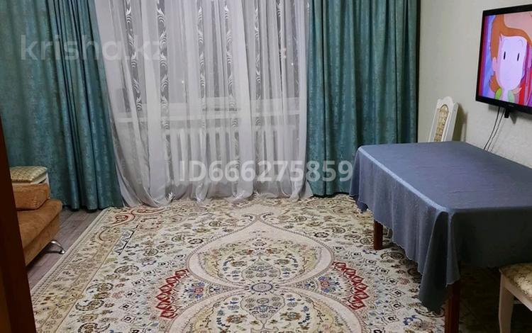 2-комнатная квартира, 54 м², 6/6 этаж, Астана 7микр. 20 за 20 млн 〒 в Уральске