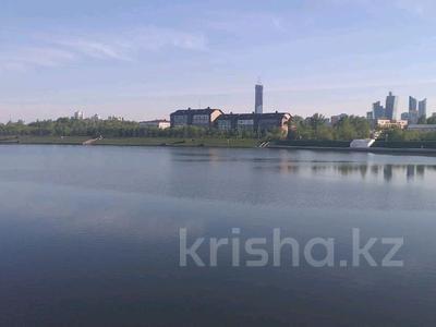 2-комнатная квартира, 65 м², 1 этаж посуточно, Жумабека Ташенова 16 за 7 000 〒 в Нур-Султане (Астане), р-н Байконур