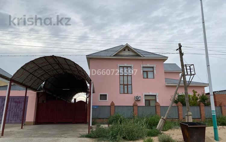 10-комнатный дом, 300 м², 10 сот., Жунисов 113 — Женис за 70 млн 〒 в