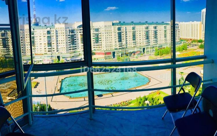 3-комнатная квартира, 102 м², 12/12 этаж посуточно, Достык 13 — Мангилик ел за 13 000 〒 в Нур-Султане (Астана), Есиль р-н