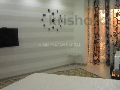 2-комнатная квартира, 65 м², 1/9 этаж помесячно, Иманбаевой 2 — Гумар Караш за 150 000 〒 в Нур-Султане (Астана), р-н Байконур