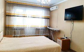 1-комнатная квартира, 60 м², 3/5 этаж посуточно, Хамида Чурина 164 — Курмангазы за 6 000 〒 в Уральске