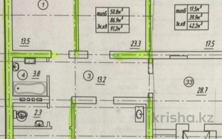 3-комнатная квартира, 92 м², 5/7 этаж, 12мкр. 117 за 14.2 млн 〒 в Актобе