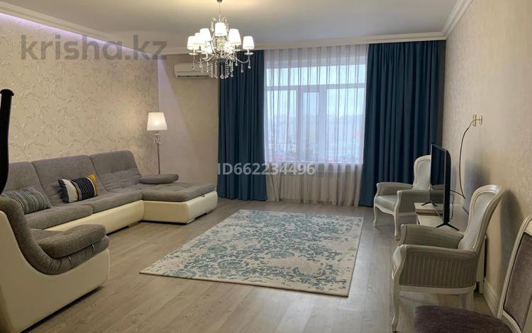 3-комнатная квартира, 160.6 м², 6/9 этаж, Панфилова 84 за 50 млн 〒 в Семее