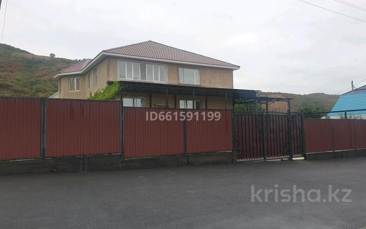8-комнатный дом, 350 м², 10 сот., Абдирова 28 за 40 млн 〒 в Есик