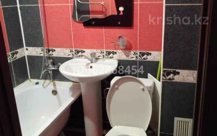 1-комнатная квартира, 32 м², 1/5 этаж помесячно, Добролюбова 47 за 85 000 〒 в Усть-Каменогорске