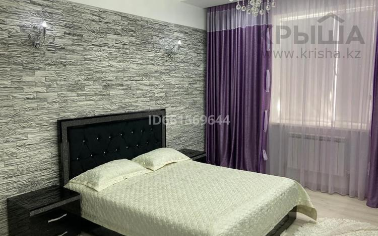 2-комнатная квартира, 78 м², 4/8 этаж, мкр Нурсая, Габдиев 47-а за 30 млн 〒 в Атырау, мкр Нурсая