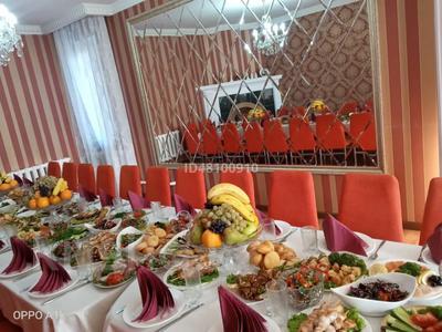 7-комнатный дом посуточно, 250 м², 6 сот., Чубары — Мендешева за 60 000 〒 в Нур-Султане (Астана), Есиль р-н — фото 5