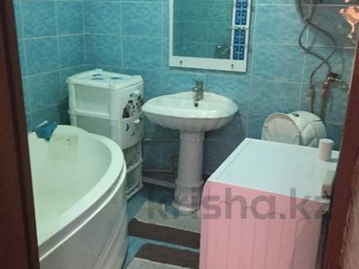 3-комнатная квартира, 60 м², 1/5 этаж, 1 мкр 8 за 12 млн 〒 в Туркестане